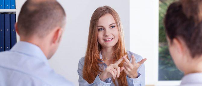 Les conseillers offrent des informations sur la gestation pour autrui