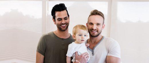 Parents gays par gestation pour autrui